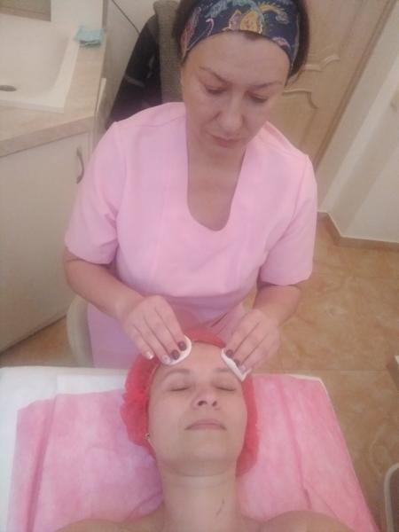девушка ищет работу массажистки